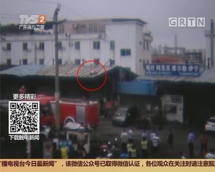 广州:两醉汉屋顶耍酒疯 消防紧急救援