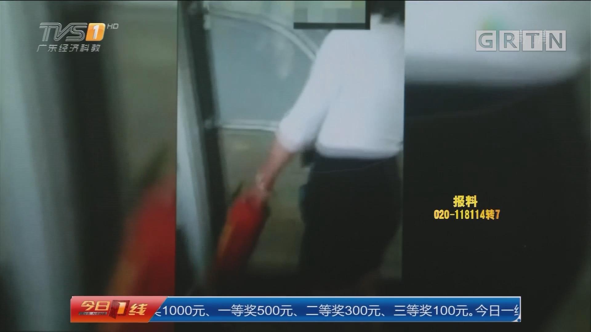 广州:坐过站 女乘客抡灭火器砸车门