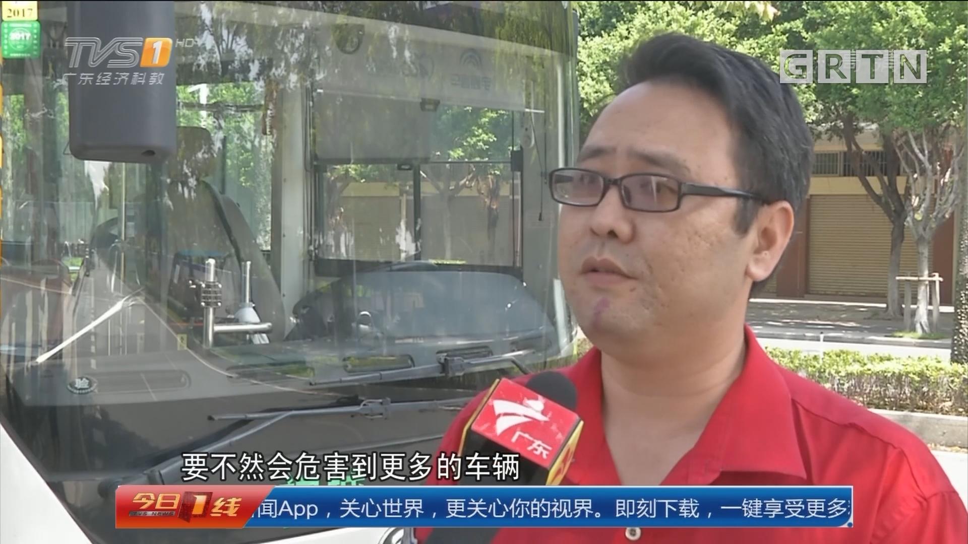 佛山禅城:货车冒浓烟 过路公交司机出手灭火