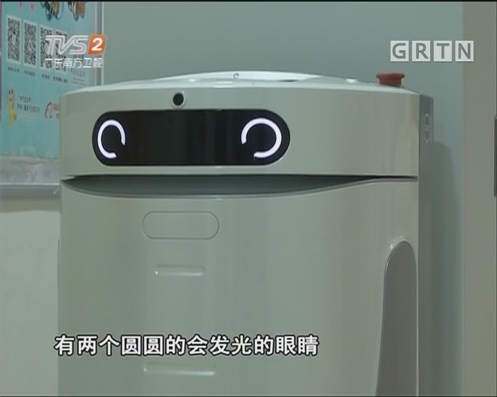 医院聘八台机器人 会刷门禁会搭电梯