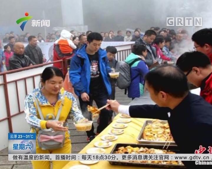 河南洛阳老君山:景区一元无人售卖午餐 引千名游客排队