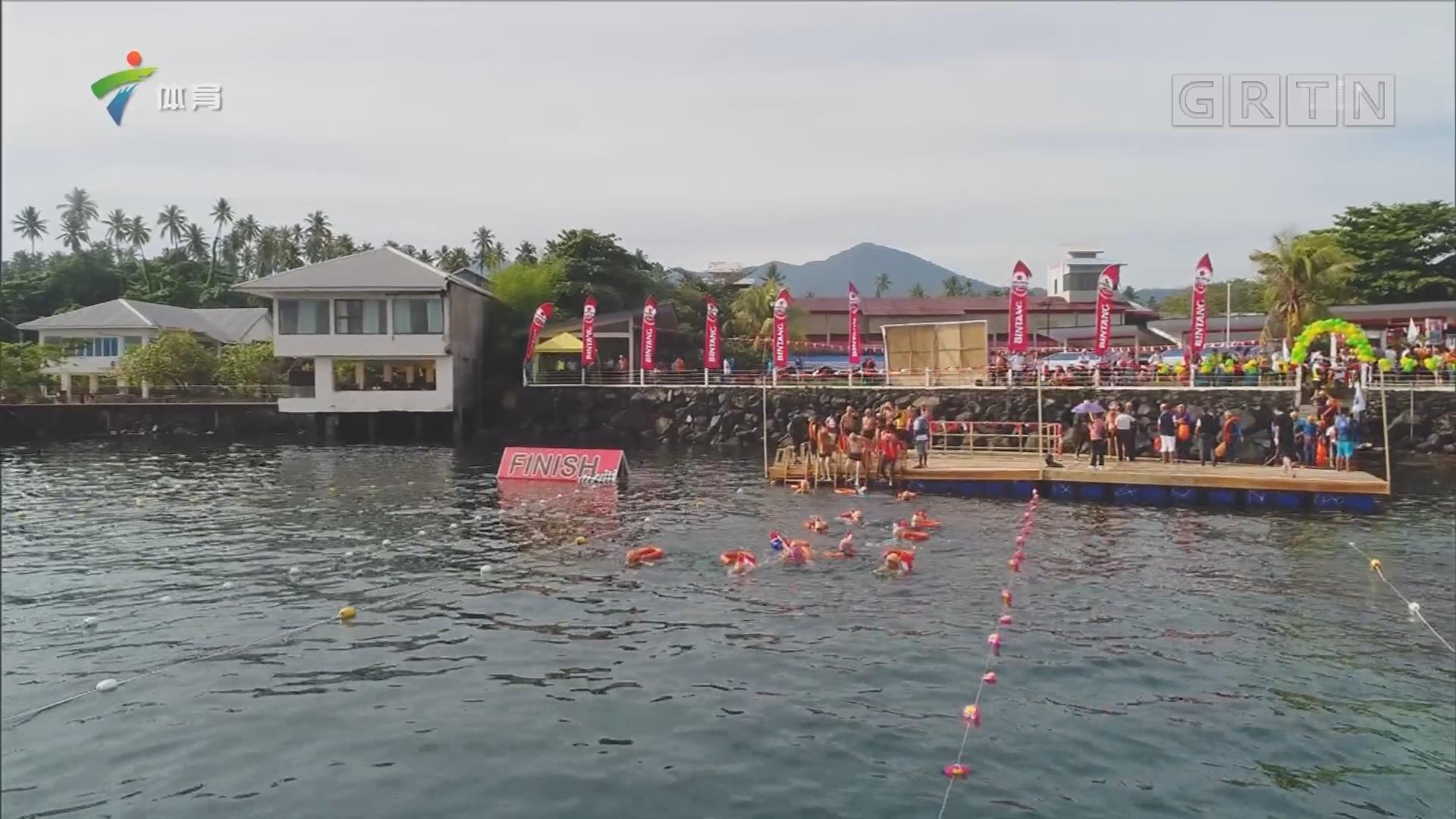 600多名国人畅泳印尼海湾 中印共享美娜多美景