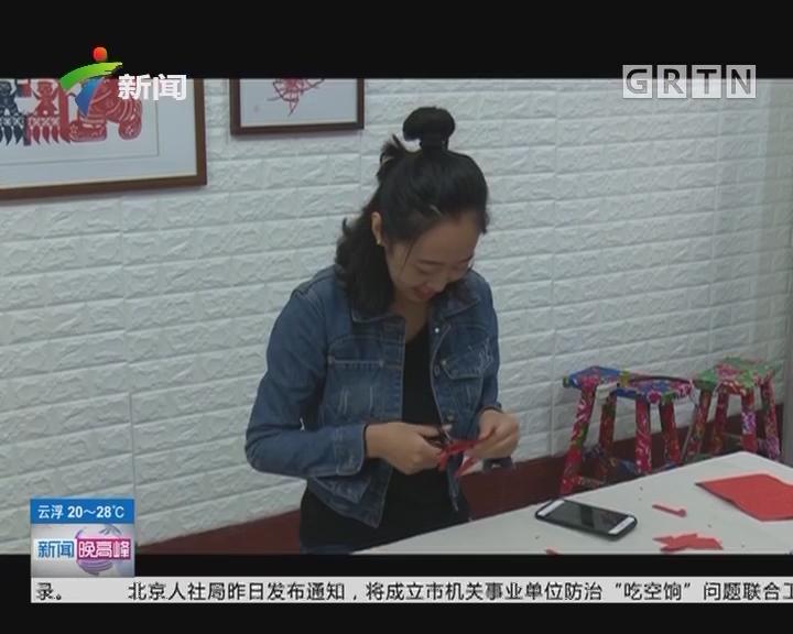 山东:90后美女爱剪纸 剪出手机二维码