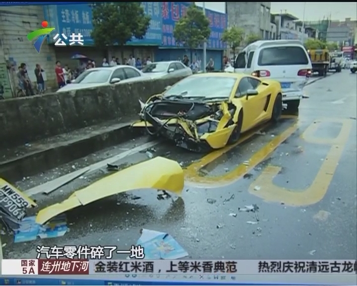 市区内两车碰撞 交警呼吁文明开车