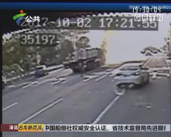路遇货车起火 三公交司机紧急救火