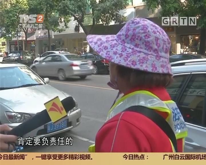 江门:女司机不交停车费 竟带倒收费员?