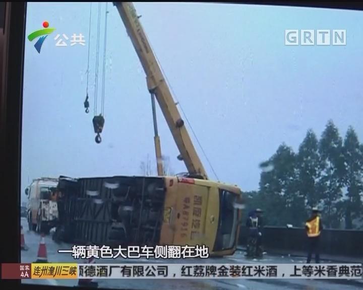 三水路段一大巴车侧翻 多名学生受伤