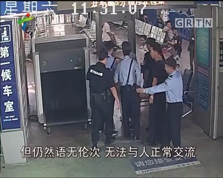 肇庆:男子举动失常欲闯车站 民警及时制止