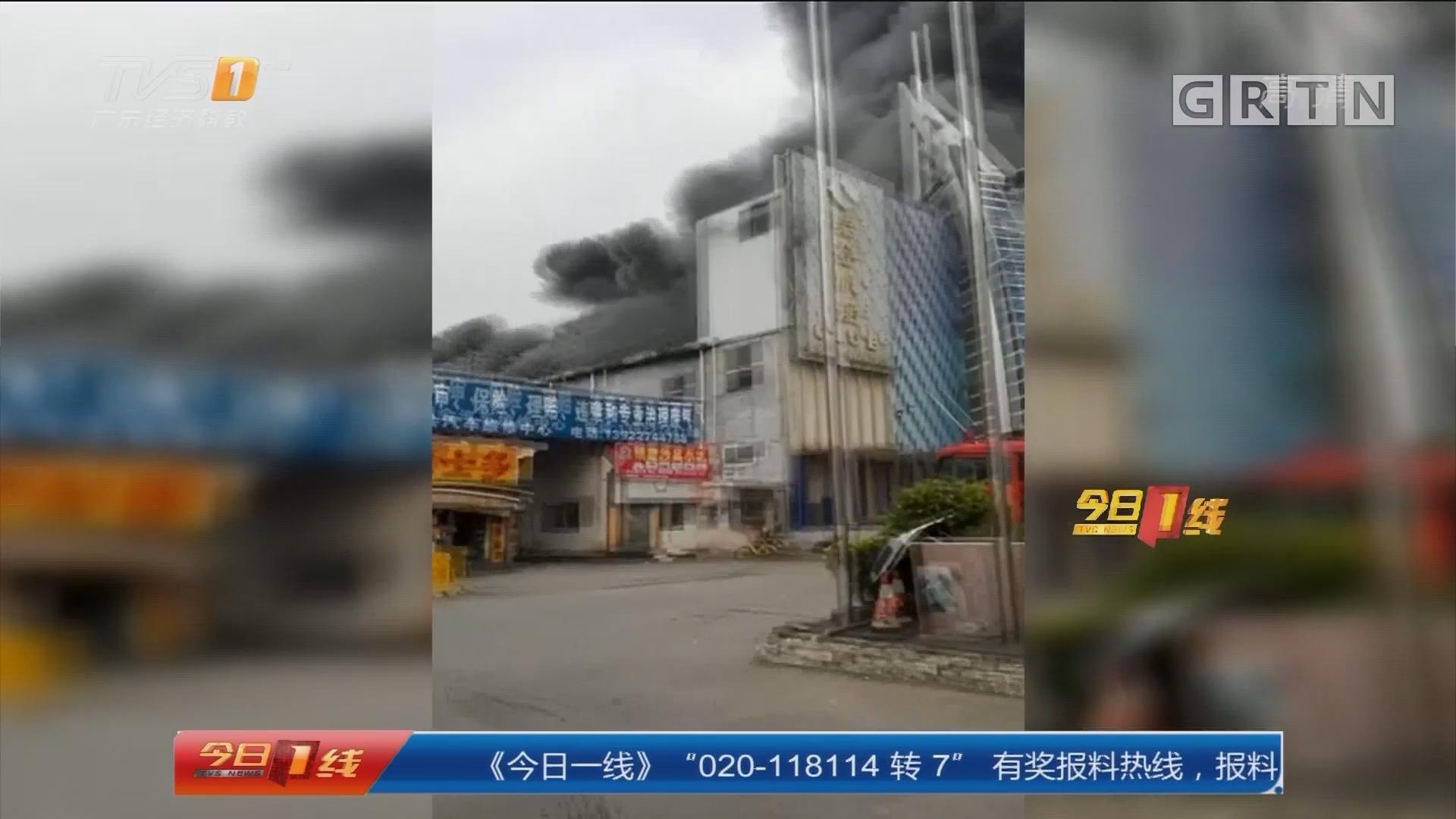 广州增城区:酒吧起火 消防及时到场救援