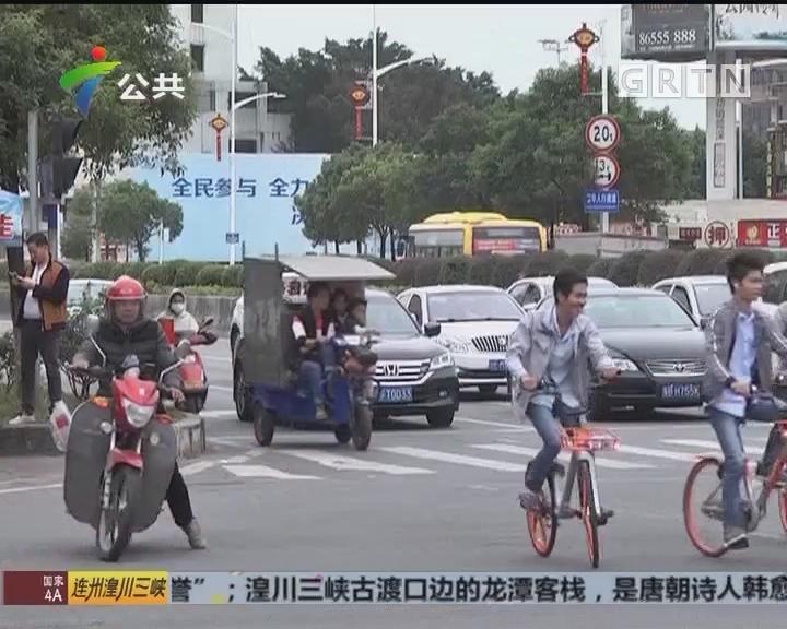 东莞:摩托车撞上轿车 导致4人受伤