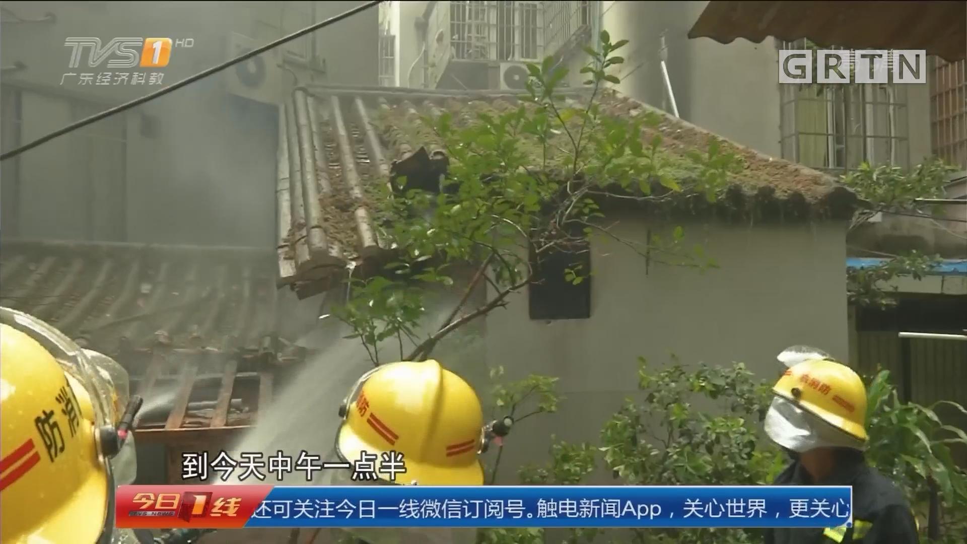 广州越秀区:民居燃大火 消防搬出数个气瓶