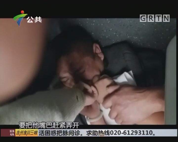 乘客突发癫痫 列车员伸手营救