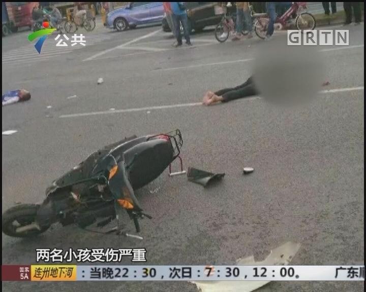 深圳:家长骑摩托搭载俩孩子上学出车祸