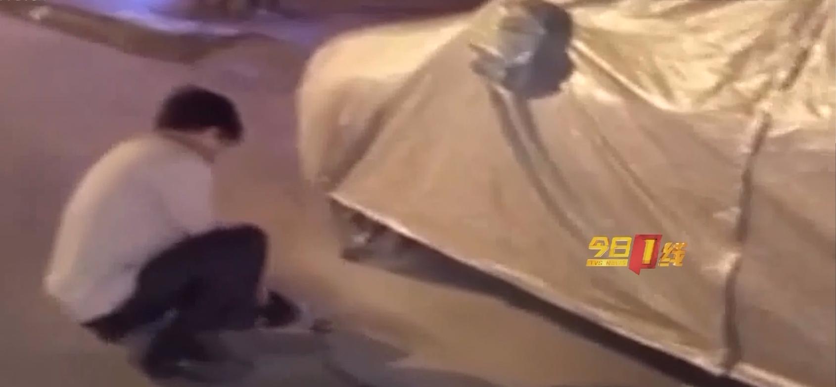潮州:奇葩男熬夜抹停车线 街坊报警