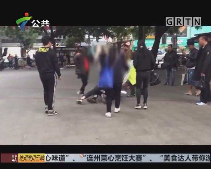 广州:男子当街挥拳女子 路人纷纷上前劝阻