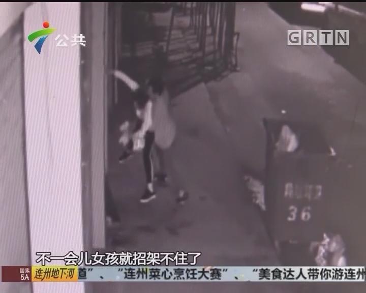 东莞:女子独自夜行 男子当街意图不轨