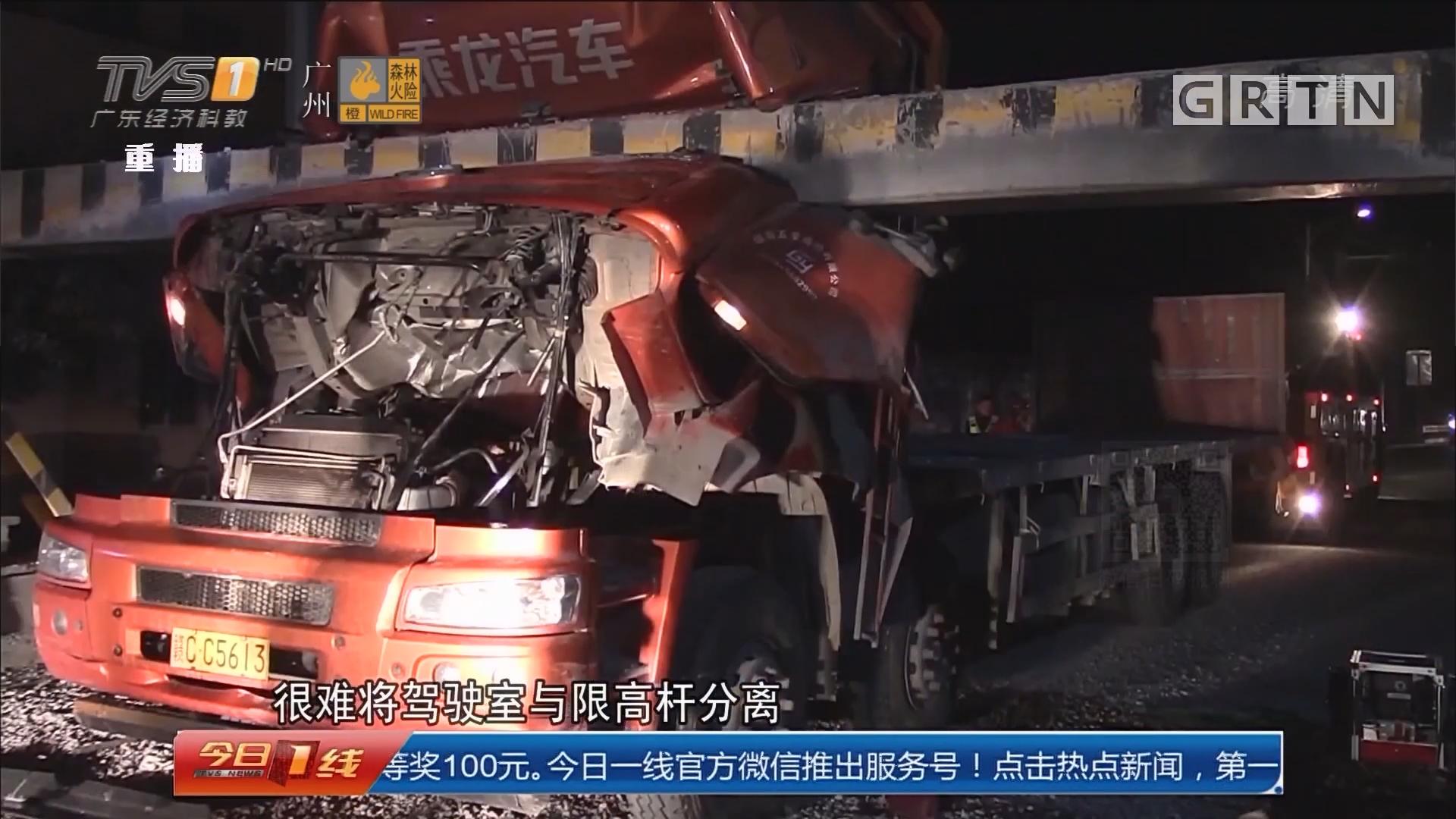 惠州:大货车撞龙门架 紧急救援被困司机