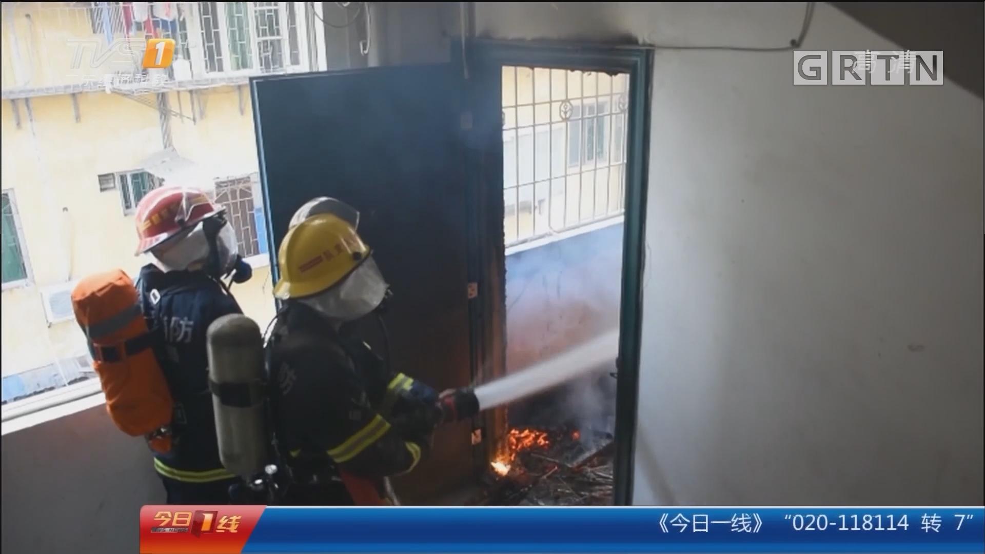 韶关:楼房突发大火 消防官兵救醉汉