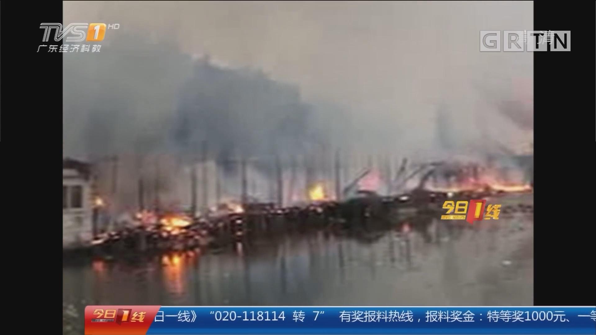 """佛山三水:餐馆起火 """"火烧连营"""" 幸无伤亡"""