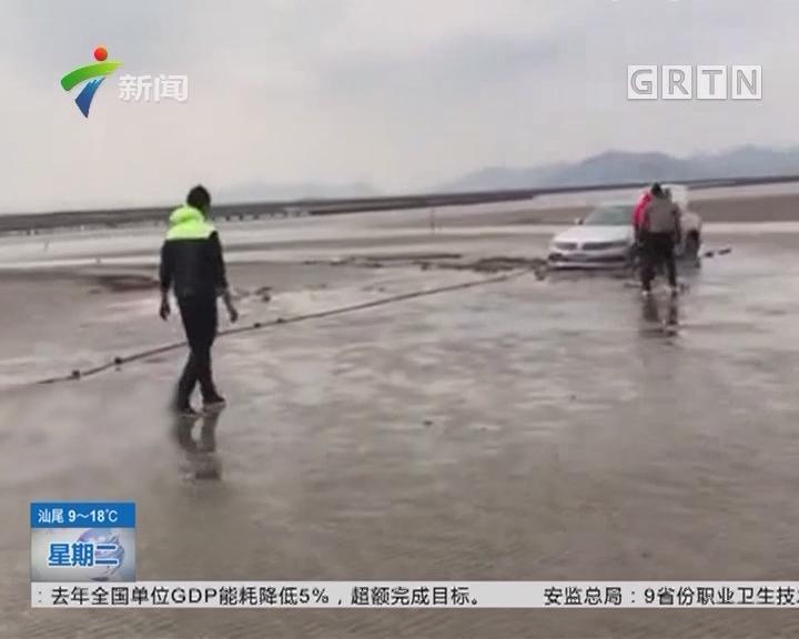 """珠海:新手女司机怕落单 海滩开车""""搁浅"""""""