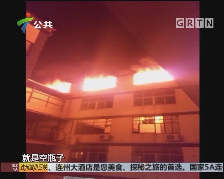 广州:工厂顶层起火 数公里外可见火光