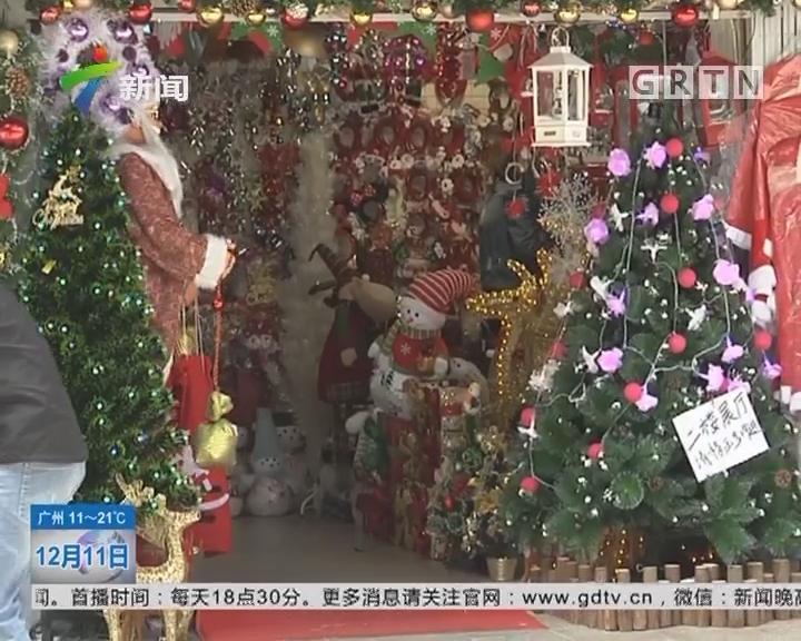 圣诞节临近 饰品批发市场热闹