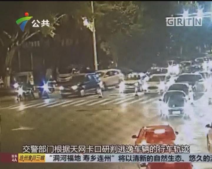司机路遇交警检查 车流之中强行冲卡