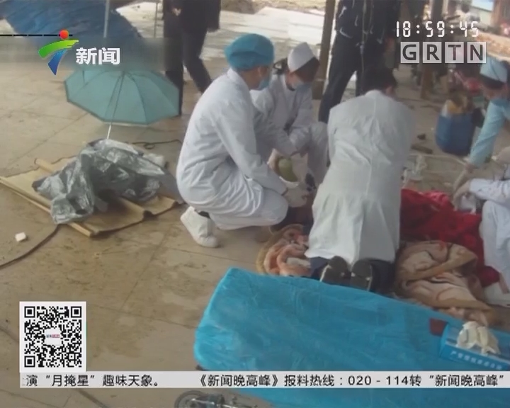 广西南宁:男子心脏骤停 医生跪地按压一小时救活