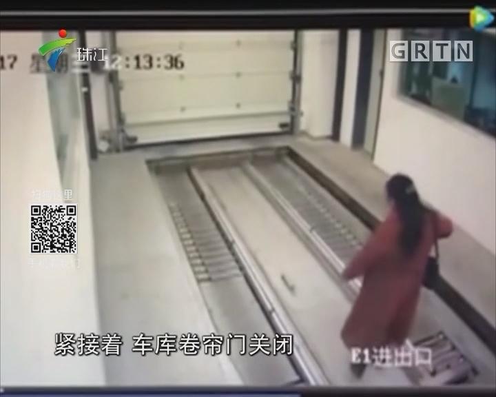 女子走路玩手机 误入立体车库受伤