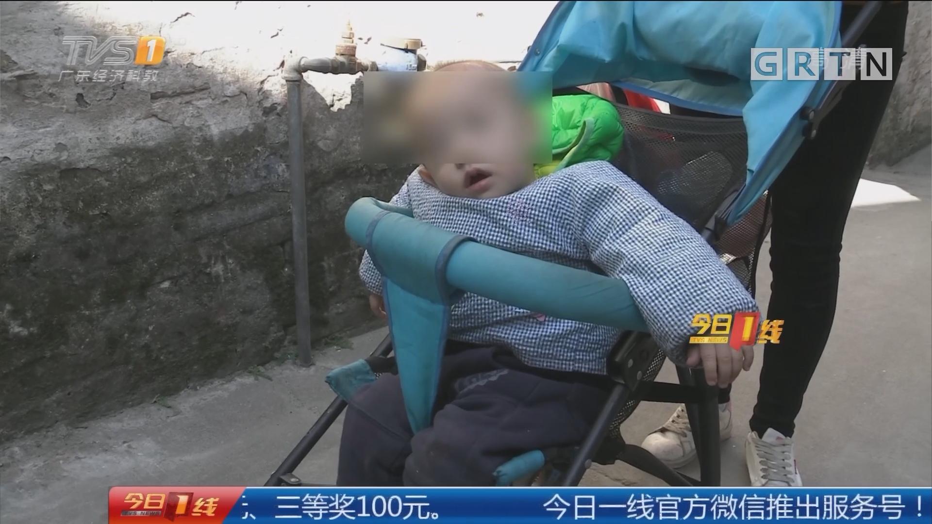 佛山南海:一岁幼儿自锁屋内 民警消防及时解救