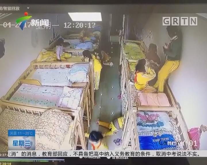 女童在上铺床上大闹,一人不慎摔下来