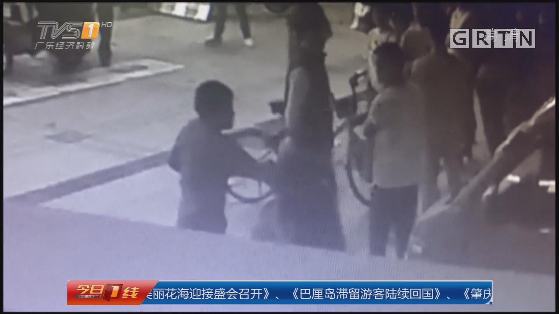广州白云区:男子当街动粗打女友?