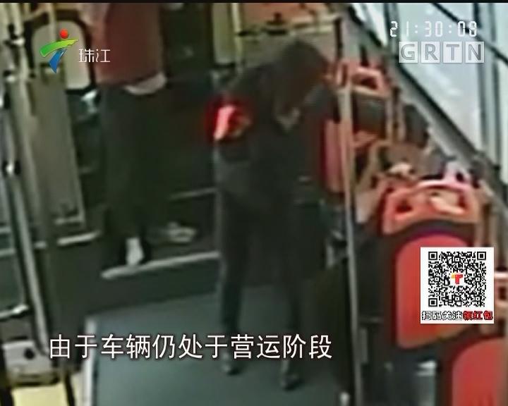 广州:司机民警齐合作 将迷路男童送回家
