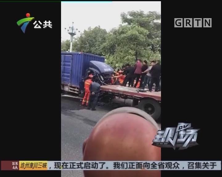 中山:司机被困车上 众人齐心救援