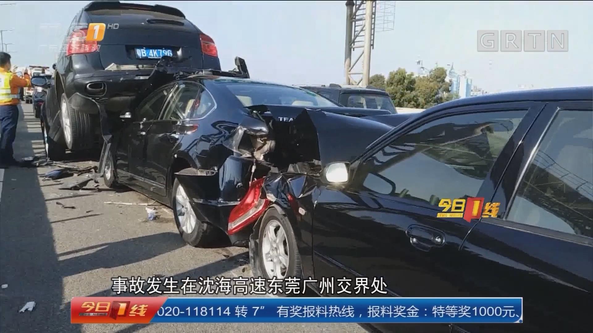 沈海高速车祸:6车连环相撞 幸无人员伤亡
