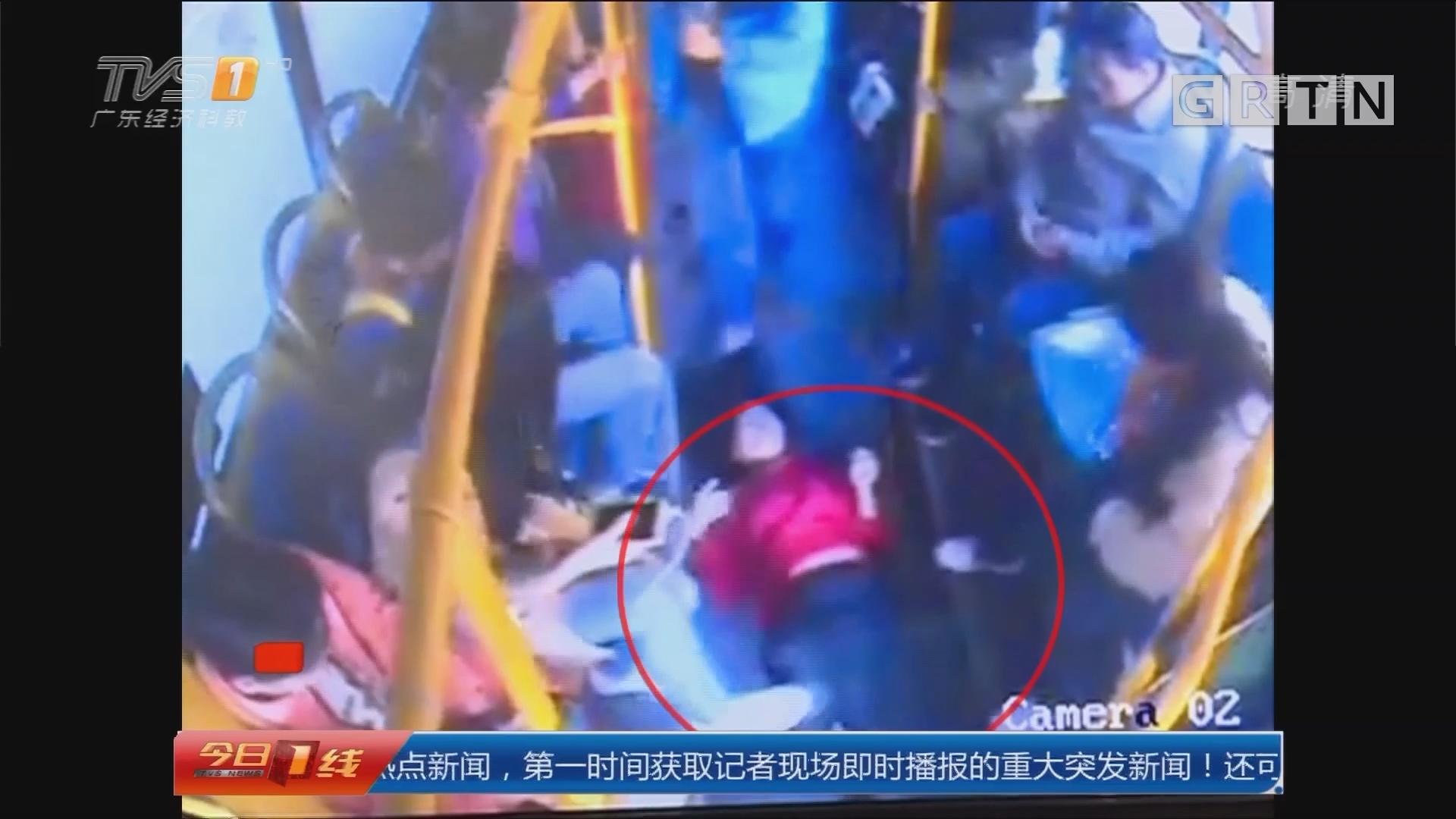 """系列专栏""""温度"""":广州 女乘客突晕倒! 公交车变""""救护车"""""""