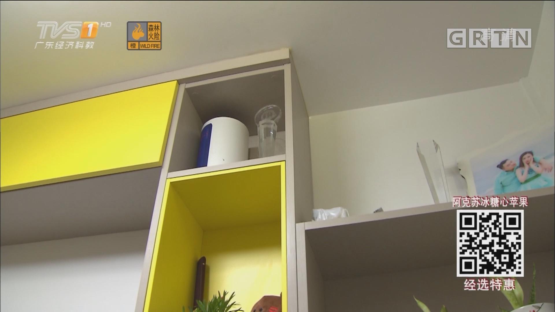 消费者投诉:乱用玻璃胶 修书柜把墙体都染黄