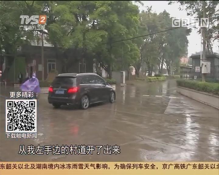 佛山禅城:车行村道上竟无故消失?原来掉落河涌