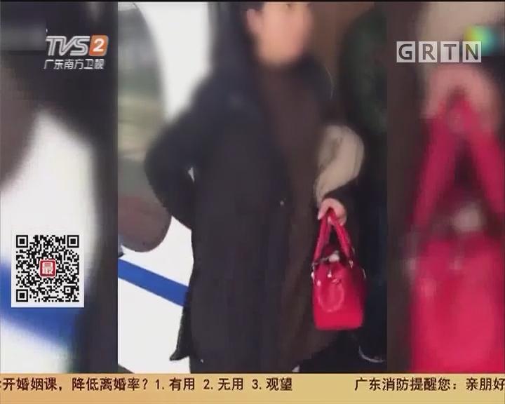 """陕西宝鸡:高铁再现""""乘客堵车门"""""""