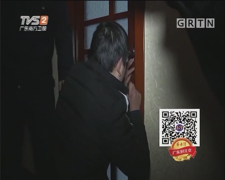 疑有贼溜进厕所 开锁匠揭开谜底