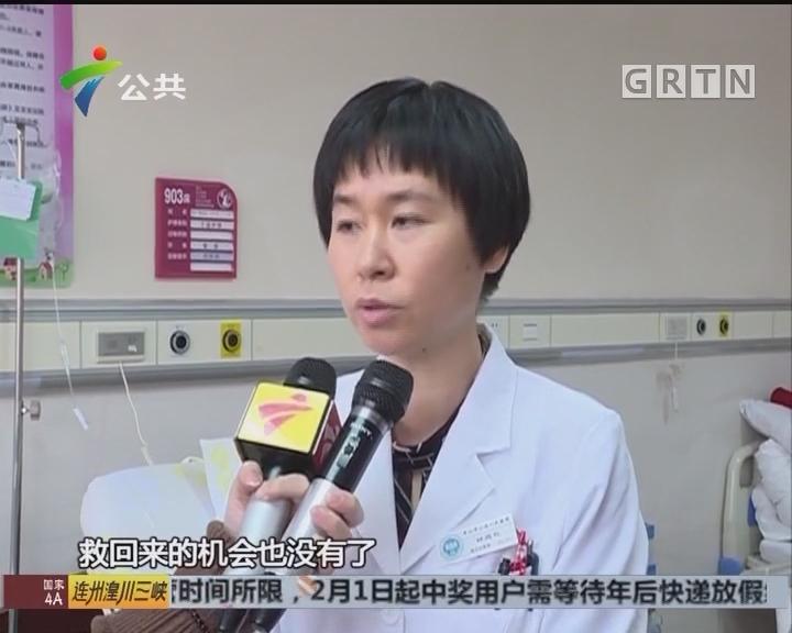 中山:高龄产妇脐带脱垂 医生跪姿托举抢救