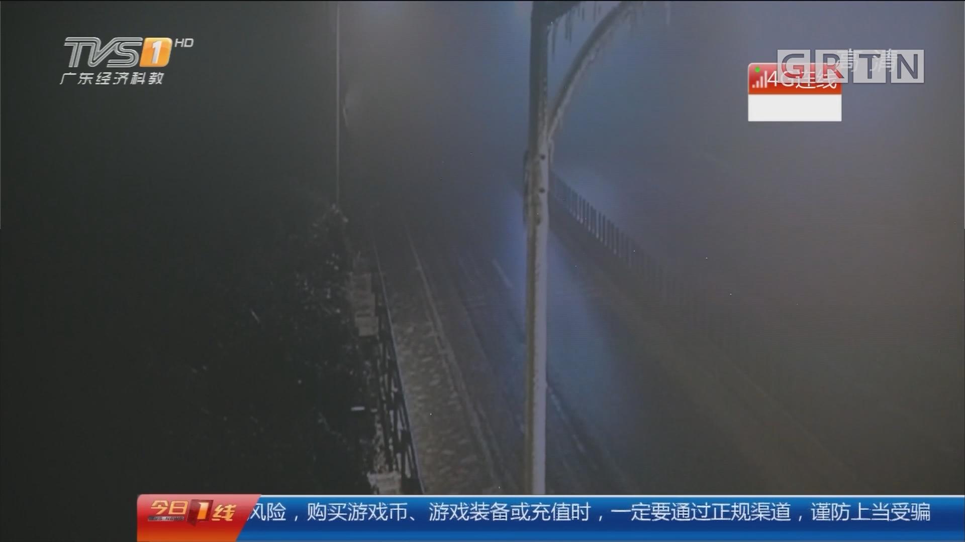 关注寒潮:4G连线 京珠北高速路面结冰 仍全线封闭