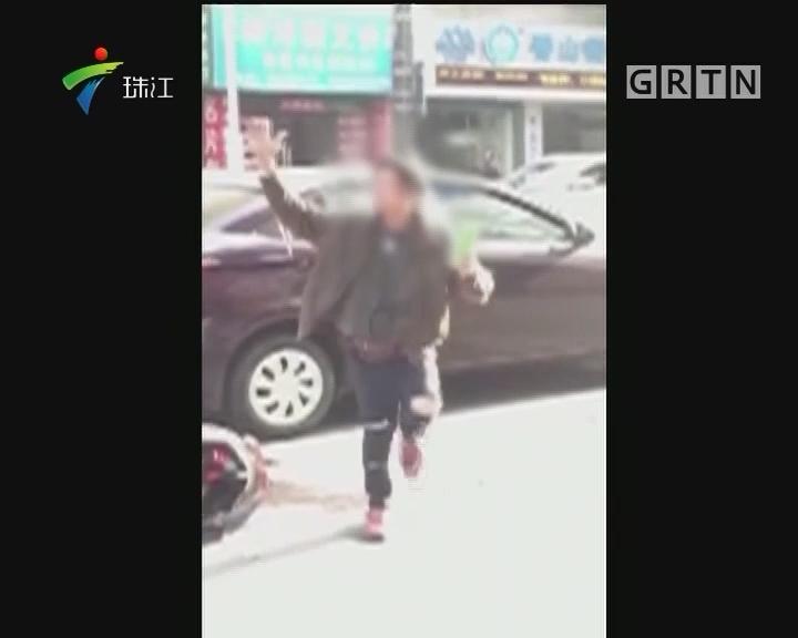 中山:两车相撞后 电动车车主当街跳舞