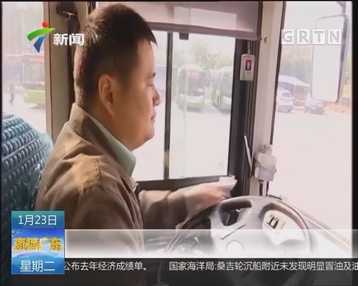 佛山:男童公交上高烧抽搐 司机民警上演爱心营救