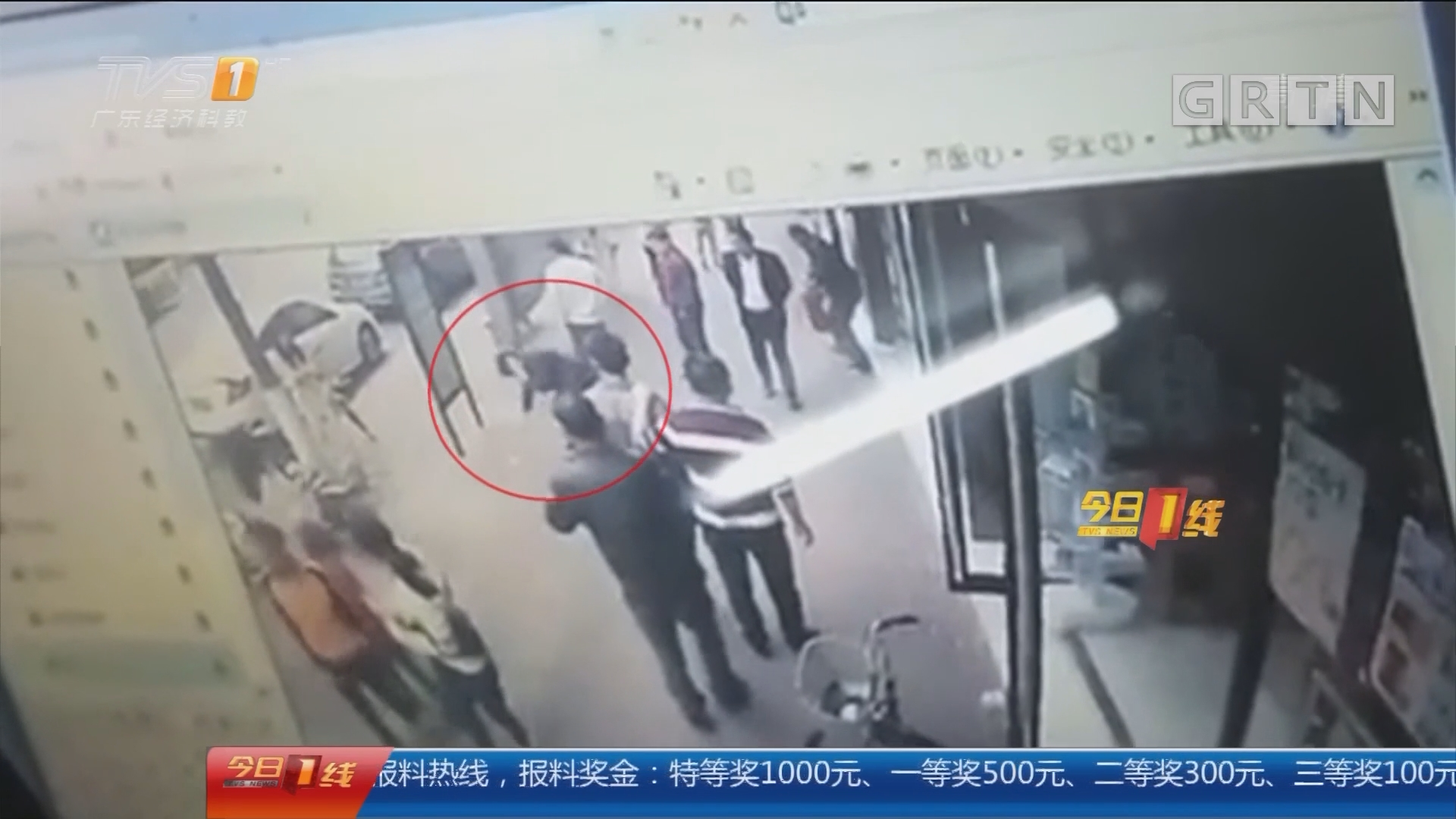 东莞东城:女子围观路边摊 竟遭多名壮汉围殴
