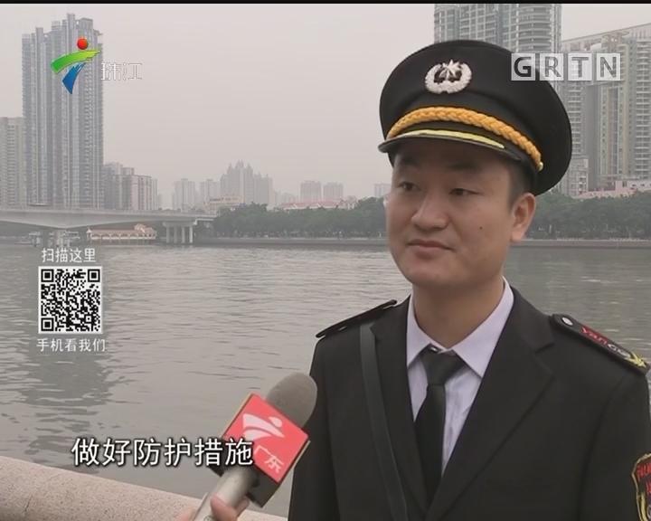 广州:女子突然跳江 物管合力救人