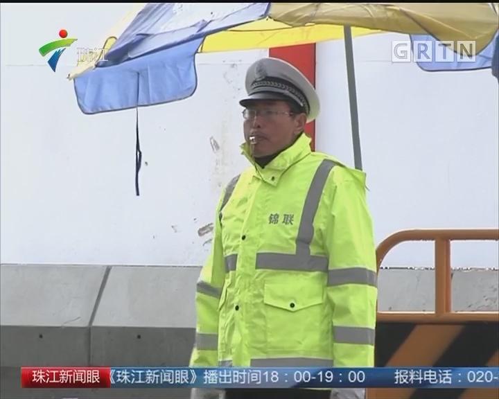 新闻特写:风雨中的坚守