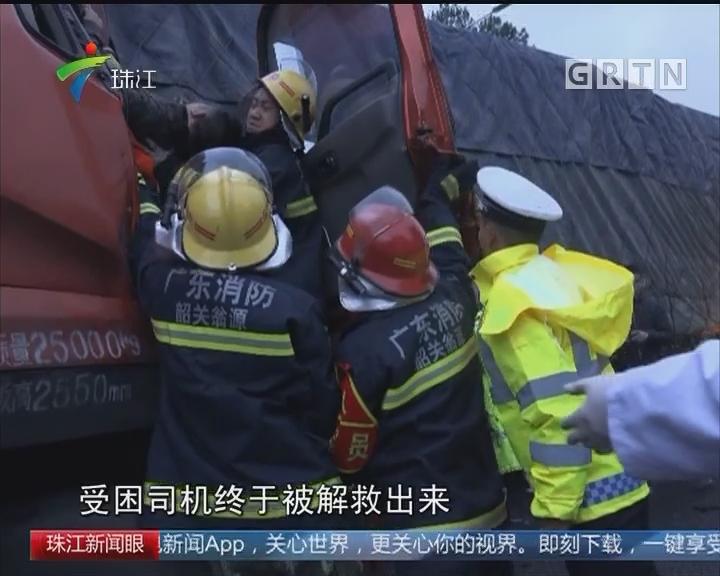 韶关:卡车迎面相撞 司机被困