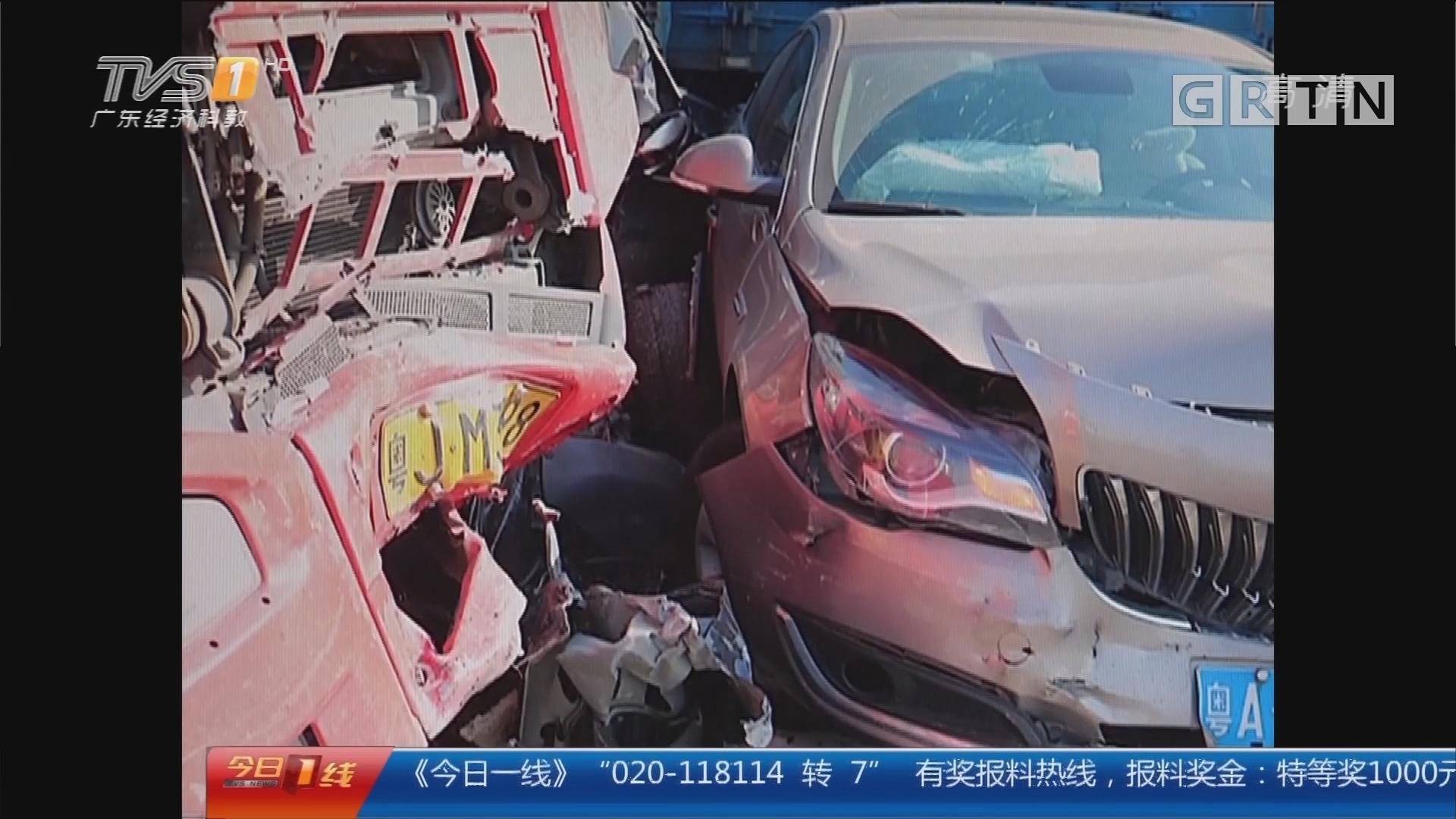 中山:高速8车连环撞 小车撞扁司机生还