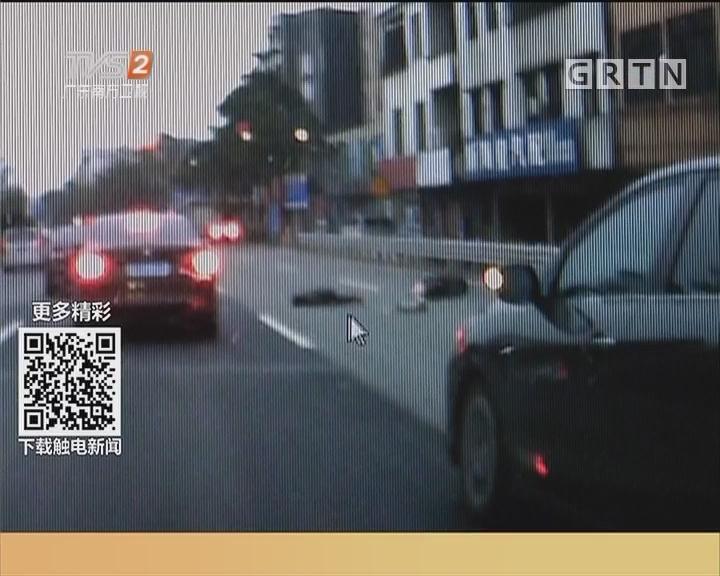 中山:两父子国道撞车 众人相助送医院